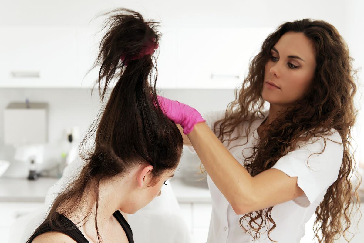 Sezonowe wypadanie włosów – czy Ciebie również to dotyczy?