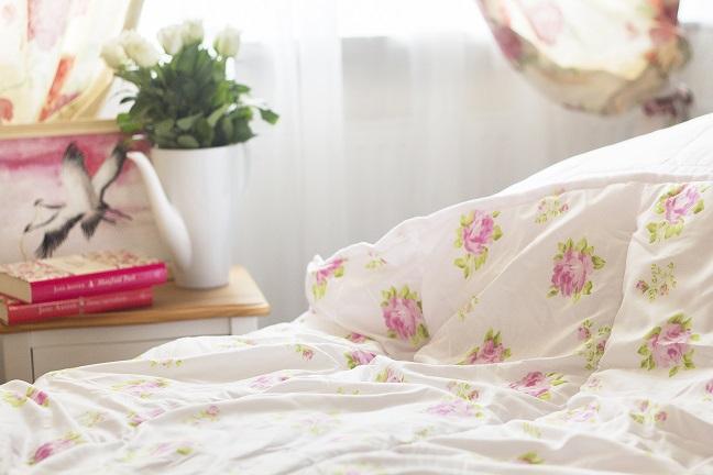 Pościel w kwiaty – czyli wiosenna metamorfoza sypialni