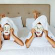 5 niezawodnych, urodowych trików, aby po przebudzeniu wyglądać doskonale
